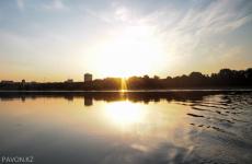 Экологии контролируют качество воды в реке Иртыш на границе Павлодарской области