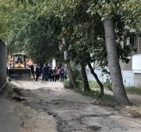 В Павлодаре ремонт дороги неожиданно окончился противостоянием горожан и строителей