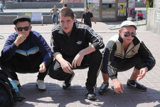 На троих мужчин, навязчиво просивших сигареты у прохожих в Павлодаре, полицейские составили адмпротокол