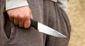 Школьник зарезал грабителя его же ножом в России