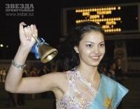 Одеть девочку на выпускной бал в Павлодаре обойдётся сегодня от десяти до ста тысяч тенге