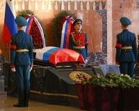 Калашникова похоронили с генеральскими почестями