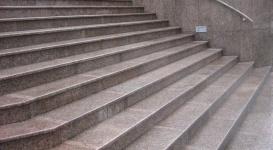Госучреждения, рестораны и ТРЦ Алматы начнут штрафовать за недоступность для инвалидов