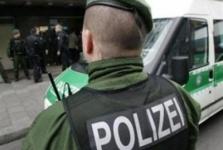 В Германии более десяти мужчин догола разделись у детского сада