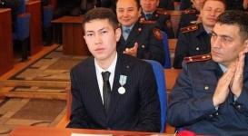 Выпускника павлодарского вуза наградили медалью за героизм, проявленный во время крушения самолета под Алматы