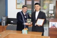 В Павлодаре издали книгу основ исламского вероучения