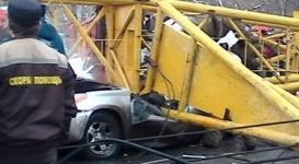 При падении башенного крана в Омске погибли четыре человека
