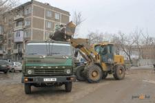 В Павлодаре приступили к уборке свалок возле контейнерных площадок