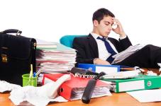 В Павлодаре и Экибастузе госслужащих заставляют работать без выходных и не выплачивают командировочные