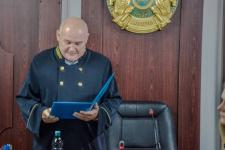 В Экибастузе троих вымогателей приговорили к ограничению свободы