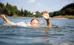 Спасатели ищут ребёнка, пропавшего при купании на Иртыше