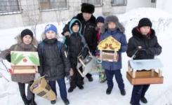 В морозные дни в г. Аксу открылись десятки птичьих столовых