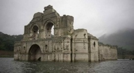 400-летняя церковь появилась из-под воды на юге Мексики