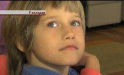 Павлодарские полицейские уговаривают мать забрать ребенка из приюта