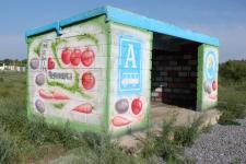 Депутат районного маслихата привел в порядок остановку в селе Черноярка