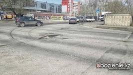 Улица Камзина, по мнению павлодарских автолюбителей, одна из самых проблемных в городе
