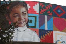 Юная павлодарка стала прообразом девочки для огромного стрит-арта