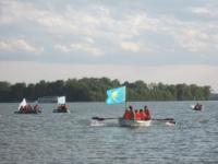 35 россиян на яхтах застряли под мостом в Павлодаре