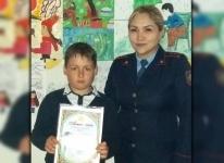 Экибастузский школьник помог вернуться домой заблудившемуся ребенку