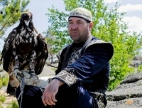 Орла из приюта для животных забрал беркутчи из города Аксу