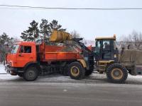 Коммунальные службы вышли на уборку городских улиц от снега