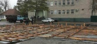 Сильный ветер снес кровли зданий в трех районах Павлодарской области