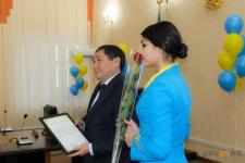 Нуржан Ашимбетов: женщинам-госслужащим максимум можно подарить цветы и шоколадку