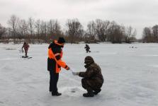 Павлодарских рыбаков предупреждают об опасности выхода на лед