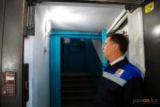 Семь компаний занимаются освещением подъездов жилых домов в Павлодаре