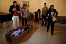 В Венесуэле растет спрос на гробы из картона
