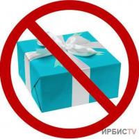 Не дарить подарки чиновницам и учителям призвали борцы с коррупцией