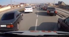 Полиция Шымкента показала как пропускать скорую помощь