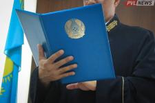 Обнимал за талию и пытался поцеловать: директора из Экибастуза наказали за приставания к учителям