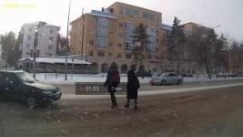 В Павлодаре водитель сбил переходившую на красный свет девочку