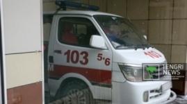 Павлодарец принес врачам свою отпиленную руку
