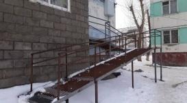 Спустя 15 лет паралимпийской чемпионке построили пандус у дома в Экибастузе