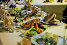 В Павлодаре владелица ресторана отмечала юбилей в своем заведении вопреки требованиям карантина
