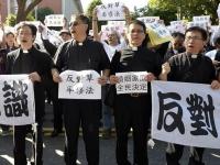 Тысячи людей в Тайбэе вышли на митинг против однополых браков