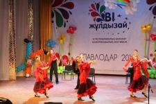 Певица Айша Байбосынова выступила перед особыми детьми в Павлодаре