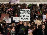 Тысячи жителей Лондона вышли на площадь против визита Трампа