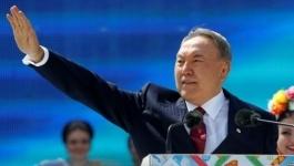 Назарбаев поздравил казахстанцев с Днем единства народа