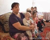 Многодетная мать из поселка Ленинский просит накормить и обогреть своих чад