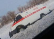 Сотрудники «Казавтодора» помогли врачам «Скорой» сошедшей в кювет на трассеПавлодар-Щербакты