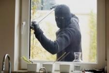 Отжал окна и украл имущества на 500 тысяч тенге