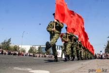 """В Павлодаре свыше пяти тысяч человек приняли участие в акции """"Бессмертный полк"""""""