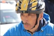 В дуатлоне примет участие Омиржан Ошанов, который на велосипеде добрался до Москвы