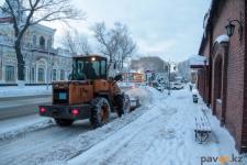 Павлодарские депутаты изучили готовность снегоуборочной техники к зиме