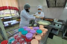 Педагоги колледжей готовят домашнюю еду для работников больниц в Павлодарской области