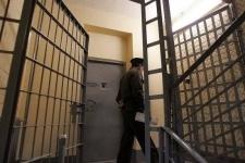 Бывший сотрудник колонии проглотил взятку при задержании в Экибастузе