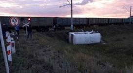 Автобус с людьми попал под поезд недалеко от Экибастуза